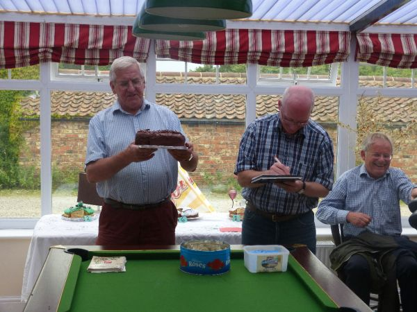 Auction of cakes